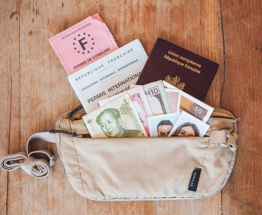 papiers officiels, passport, permis, photos et argent